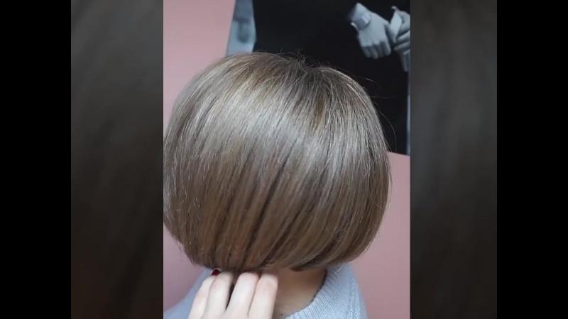 Колорирование 100 % окрашивание седых волос Бежевый блонд с капелькой розового цвета Стрижка боб
