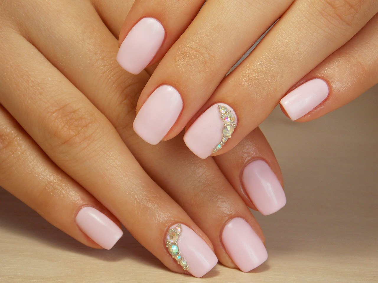 Дизайн ногтей нейтральный цвет