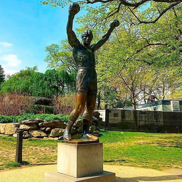 Памятник Рокки Бальбоа в Филадельфии
