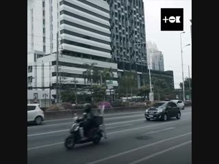 Ребята бросили работу в душном офисе и отправились в путешествие из Москвы в Таиланд. На машине!