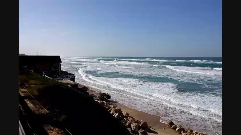 Море Шторм Тепло в Тель Авиве
