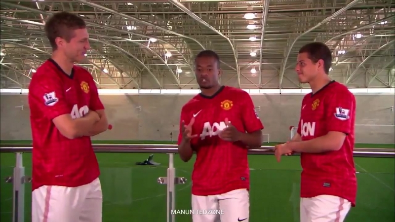 Vidic, Evra and Hernandez discussing what position Usain bolt would play if he joined ManUtd