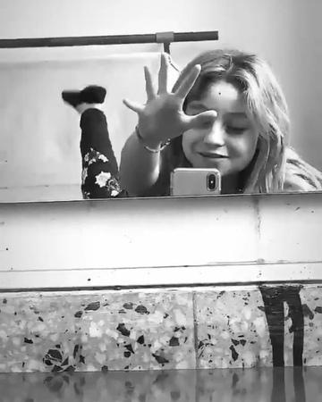 "Sarita🌻♡ on Instagram: ""Karol es yo cada lunes 😂🙈 @karolsevillaofc karolistasykarolistosunidosporkskarolsevilla"""