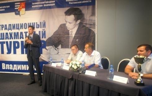 Сегодня в Таганроге стартовал шахматный турнир, посвященный Владимиру Дворковичу