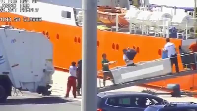 Rifiuti tossici della nave Aquarius scaricati da MSF_ITALIA nei porti italiani.