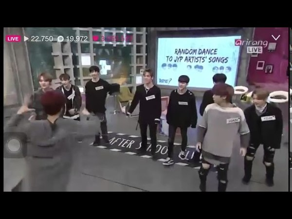 Stray Kids Dancing to Twice's Likey!(BIGGEST FANBOYS)