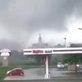 Noticias 247 on Instagram VIDEO Tornados en #Marshalltown, #Iowa, causan colapso de parte de edificio Fueron varios tornados los que afectaron...