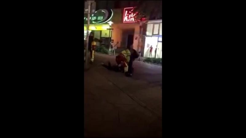 Ein Video aus Essen das zeigt welchen Respekt Polizei und Rettungskräfte bei einer Festnah