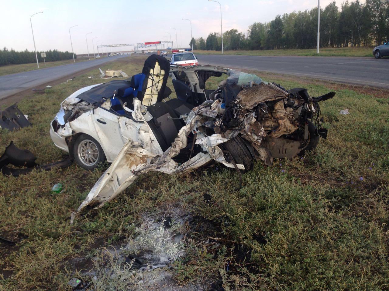 В Башкирии автомобиль раскурочило под Камазом