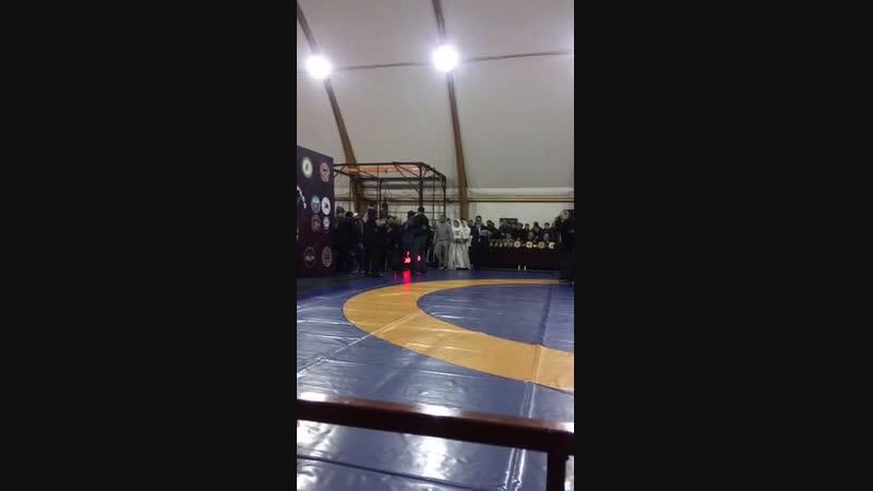 Награждение победителей и почетных гостей на турнире памяти Султан-Мута