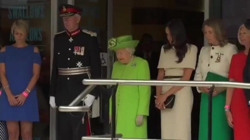 Королева и Меган Маркл на первом совместном выходе минута молчания 18 06 18