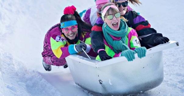 Ежегодные гонки в ванных в Швейцарии. 19 января искатели острых ощущений отправились на склоны Швейцарии, чтобы посоревноваться в седьмом ежегодном спуске в ванных. Группы, не менее 3 человек, в