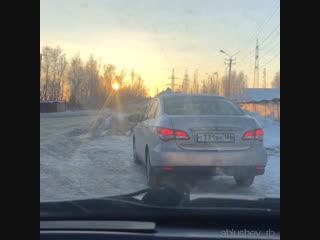 Как правильно разбираться с наглым водителем...