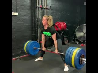 Изабелла Фон Вайзенберг тянет 220 кг на 2 раза