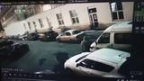 На Уктусе вандалы закрашивают припаркованные машины