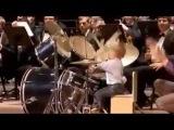 3-летний  мальчик играет на ударных с симфоническим оркестром!