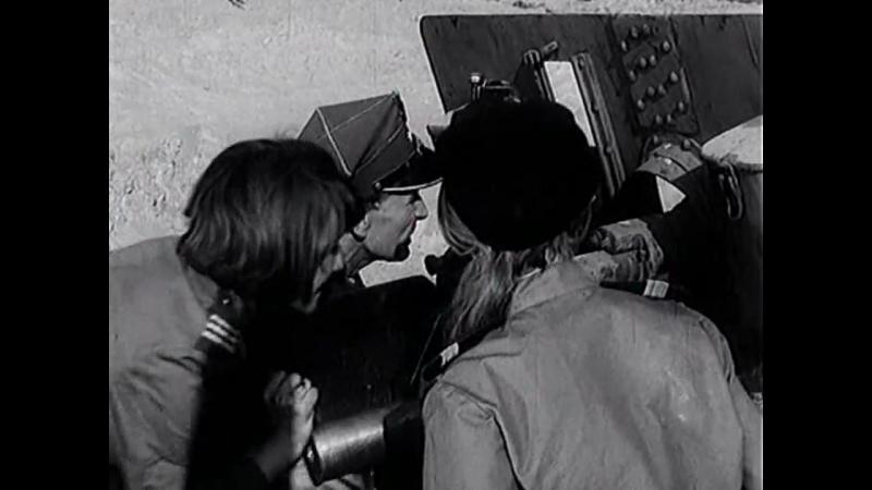 Четыре танкиста и собака (1968). 12 серия. Отражение поляками атаки немецкой бронетехники и десанта на берегу моря