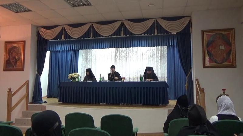 Беседа митрополита Тихона с сестрами обители