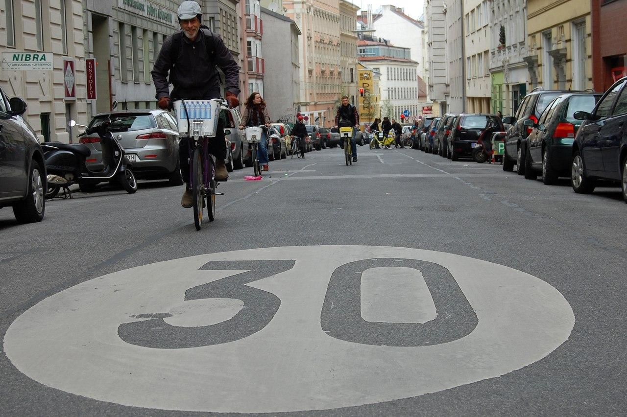 Звернення 30км/год Велодень тиждень з безпеки дорожнього руху петиція