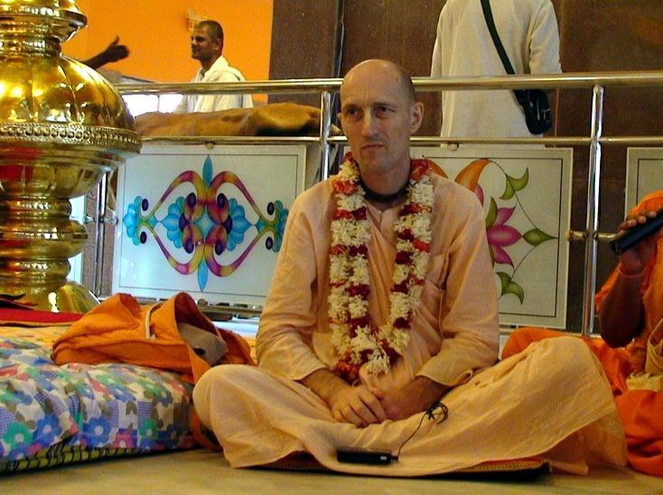 ВОПРОС: Вы говорили, что преданный всегда находится в Кришне, а Кришна находится в нем, и что он никогда не чувствует разлуку с Кришной.