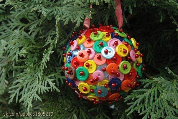 ✨ Идея: пенопластовый шар из пуговок и бусин. Сам шарик можно купить в магазинах для творчества. ============================== ✂ #hand_made #сделай_сам #мастер_классы