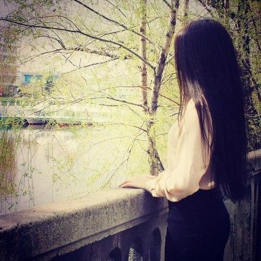 фото брюнетки спиной на аву вконтакте: