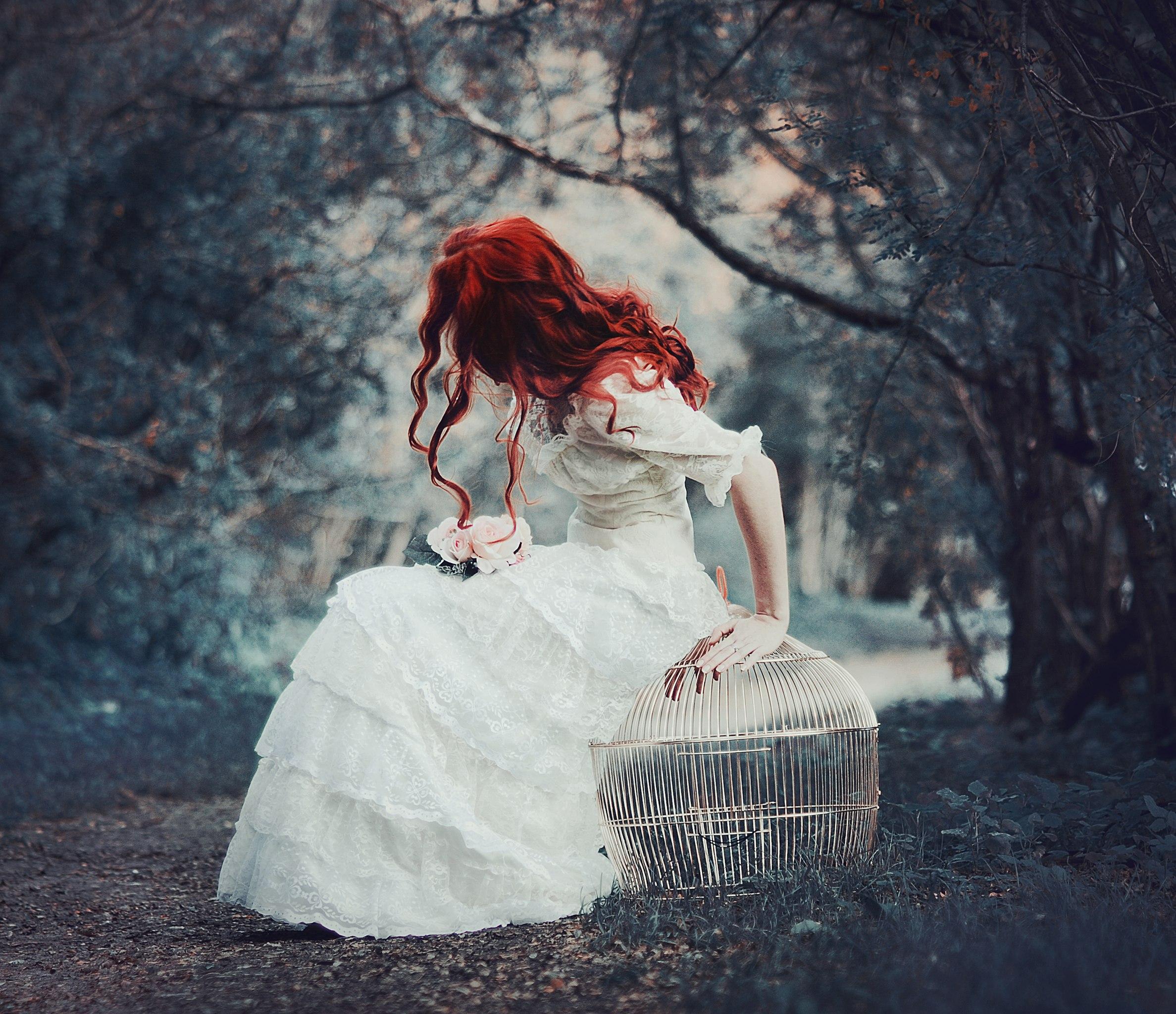 Рыжая в белом 1 фотография