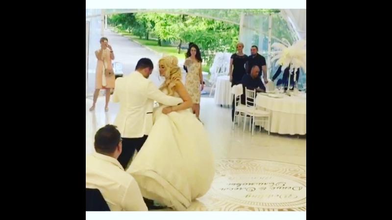 Первый свадебный танец молодых Реутов