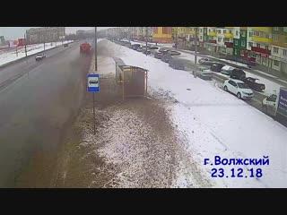 Как убирают дороги в Волжском