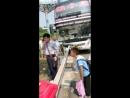 Автобус пробило насквозь леерами