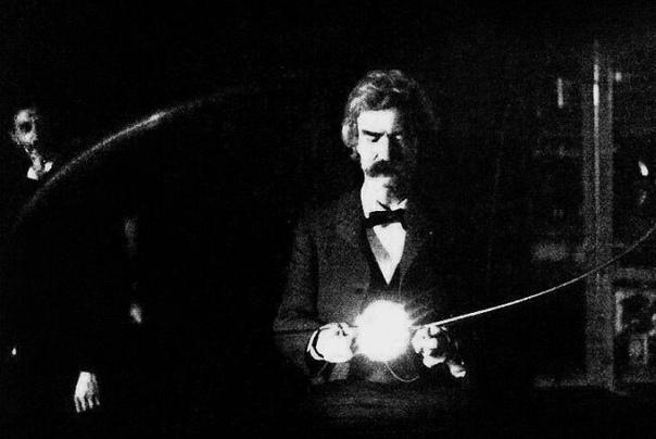 Марк Твен в гостях у Николы Теслы в его лаборатории 1894г.Любопытно, что сербы так гордятся Николой Тесла, что даже печатают его на деньгах. А то, что он уехал в США, стараются не
