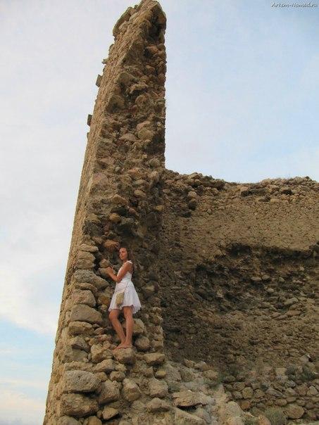 На развалинах башни