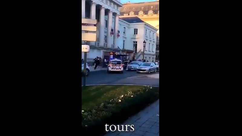 Tours - Un jeune de plus lynché en plein centre ville par une bande de racailles alors quil se baladait avec sa copine