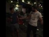 Тимо Цавелиус и Мануэль Шайбель пьют пиво на скорость