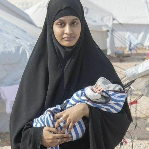 Младенец британки, которая уехала в ИГ в 2015 году, умер в Сирии. Его мать просила власти помочь ей вернуться домой