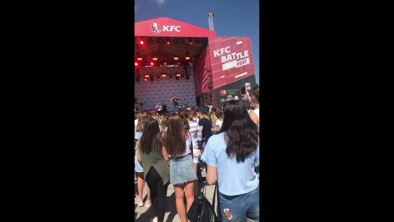 KFC battle feest (comedy)