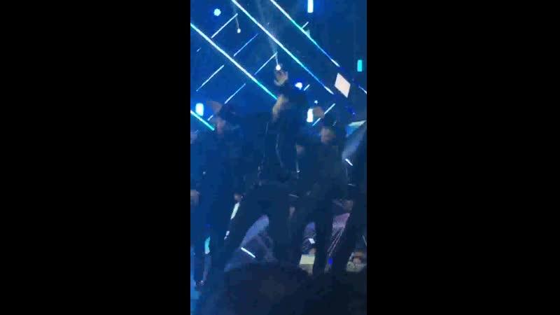 Yunseong is dance.mp4