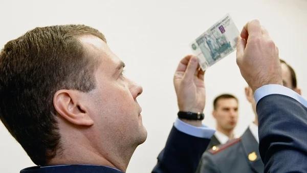 Медведев - миллиардер Сколько зарабатывает премьер-министр РФ