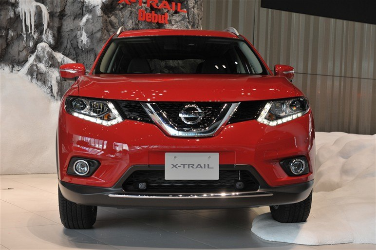red Nissan X-Trail 2014 in Japan
