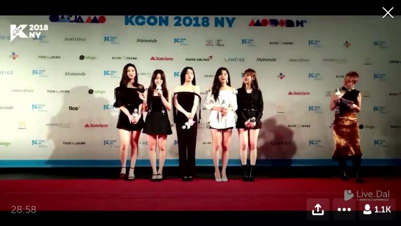 180623 ↝ Yeri loves Joy's beautiful eyesmile @ KCON NY 2018 Red Carpet