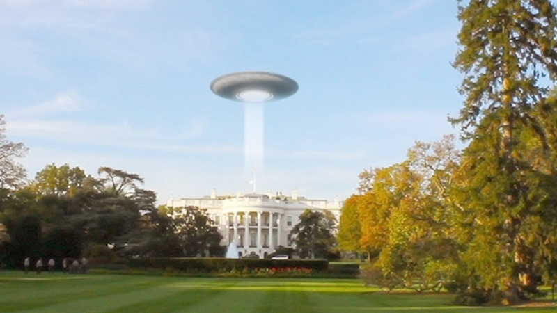 Disc-shaped UFO caught on Tape over White House