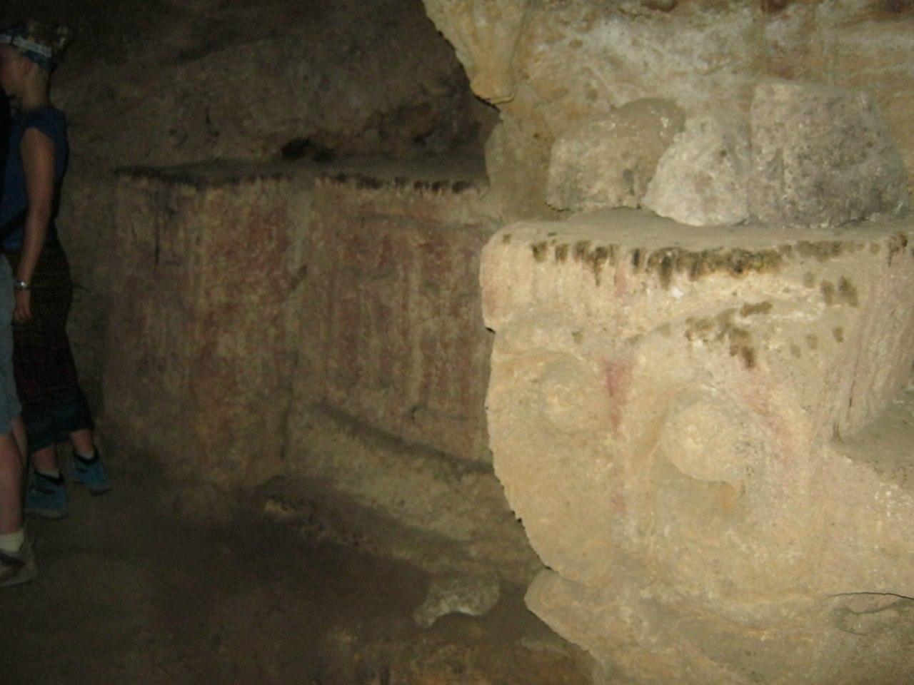 барельефы в пещере Ластивер