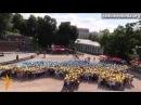 Флэшмоб у форме блакітна жоўтай Украіны РадыёСвабода