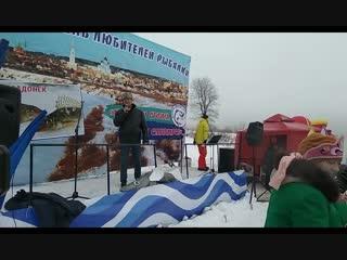 На фестивале любителей рыбалки в Задонске гостей угощали ухой