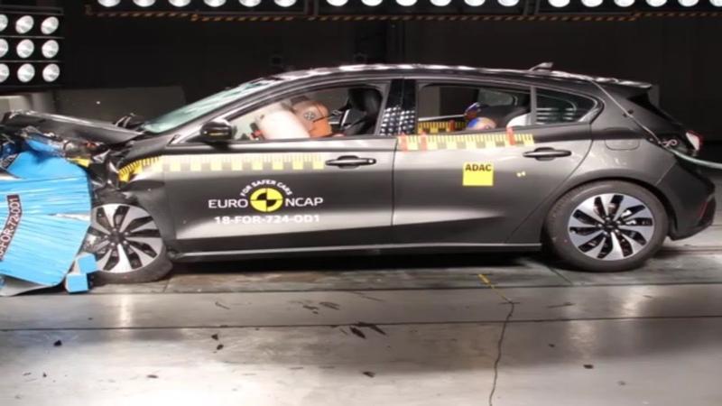 Ford Focus Hatchback 2018 çarpışma testi görüntüleri ve sonuçları