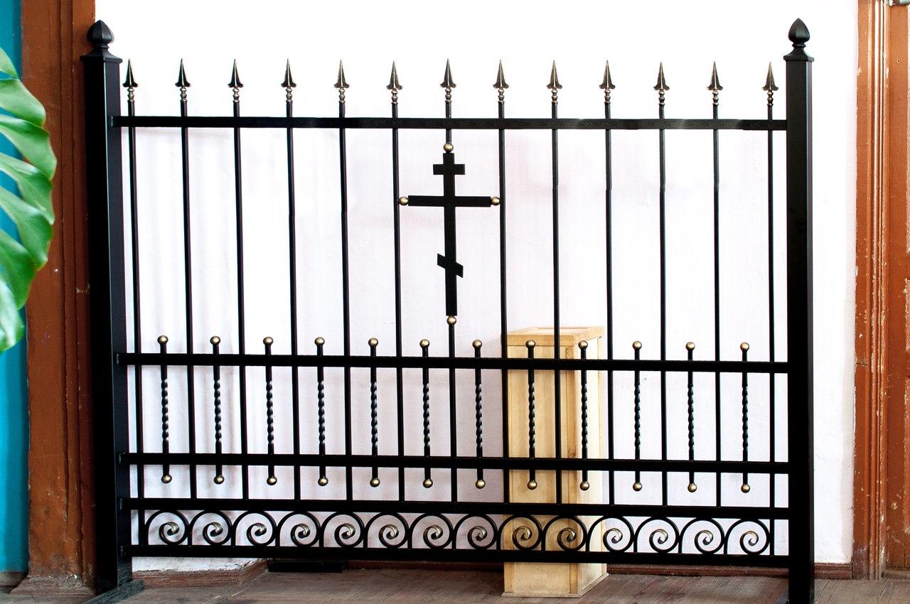 Секция ограды храма Спиридона Тримифунтского