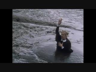 Moonstone Rosanna sinks into Shivering Sand