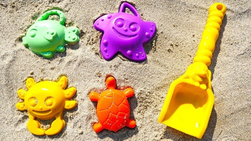 Çocuk videoları. Kumda kalıptan şekiller yapalım