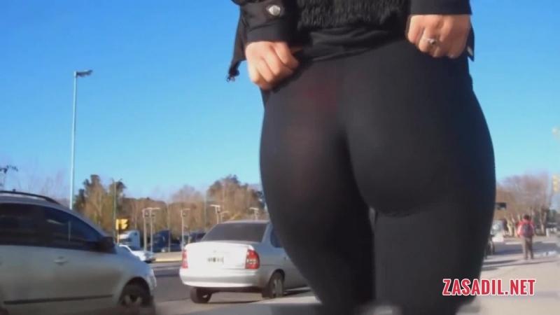 Сексуальная попка в лосинах у незнакомки на улице