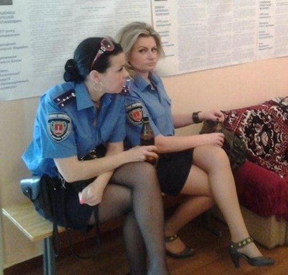 Порно с милиционершей в кабинете 196